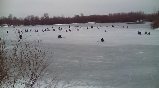 Выходить на тонкий лед — опасно для жизни!