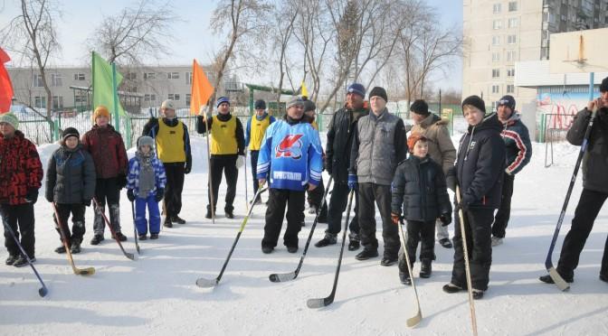 На ОбьГЭСе состоялся турнир по хоккею в валенках