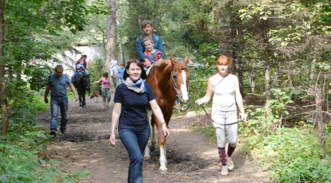 Ходят кони над рекою…